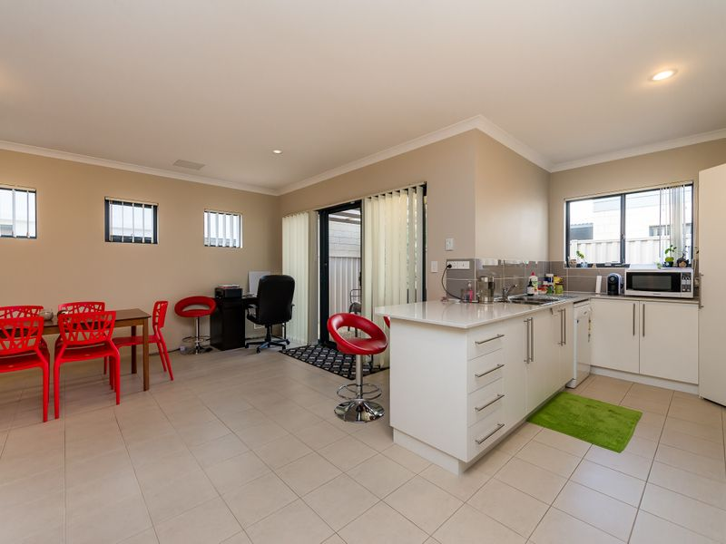 https://propertyphotos.vaultre.com.au/835/756886__reaimport-1568678634-347138-442184.jpg