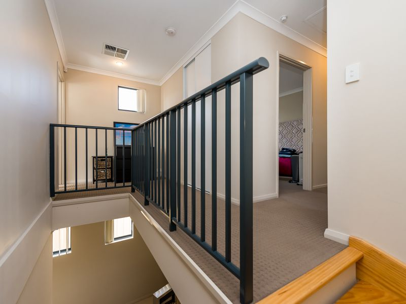 https://propertyphotos.vaultre.com.au/835/756888__reaimport-1568678635-347138-442184.jpg