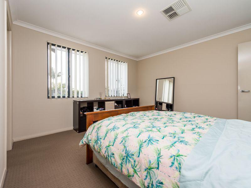 https://propertyphotos.vaultre.com.au/835/756890__reaimport-1568678636-347138-442184.jpg
