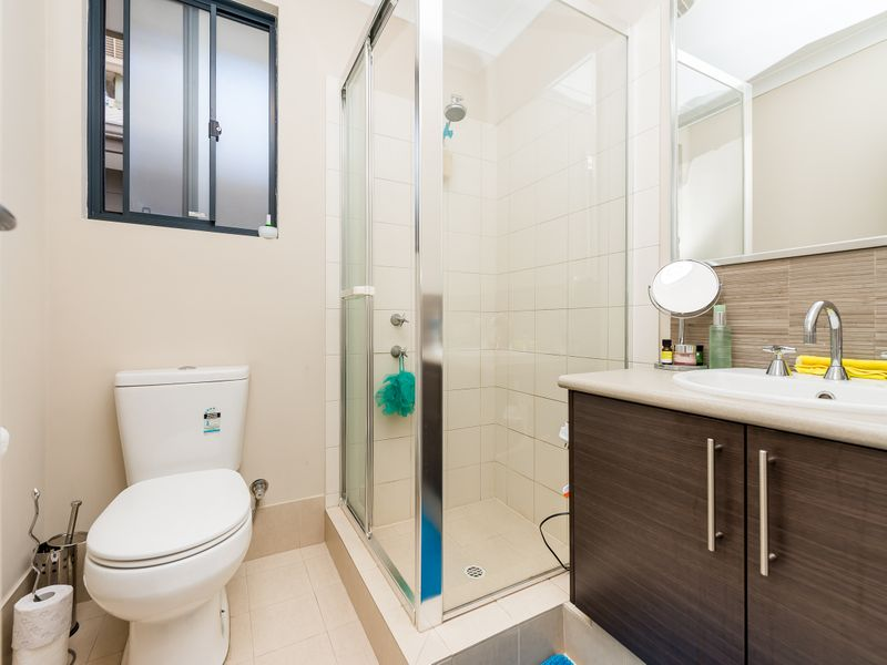 https://propertyphotos.vaultre.com.au/835/756891__reaimport-1568678637-347138-442184.jpg