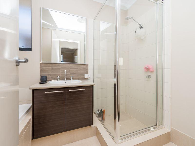 https://propertyphotos.vaultre.com.au/835/756893__reaimport-1568678637-347138-442184.jpg