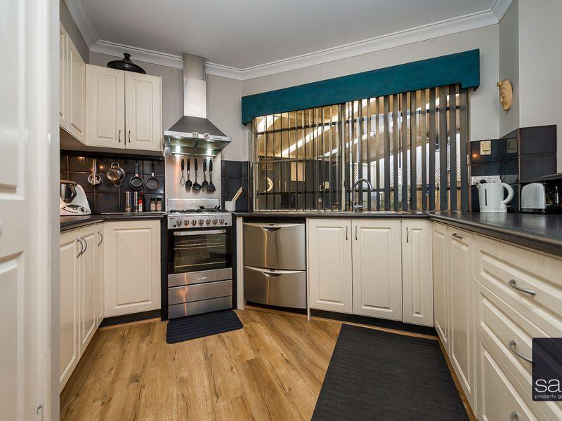 https://propertyphotos.vaultre.com.au/835/756914__reaimport-1568678649-347140-442186.jpg