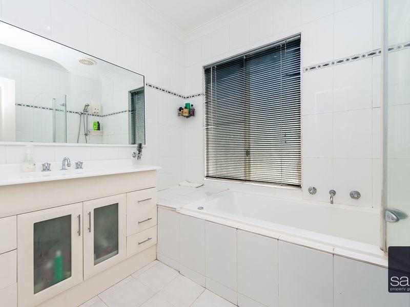 https://propertyphotos.vaultre.com.au/835/756919__reaimport-1568678651-347140-442186.jpg