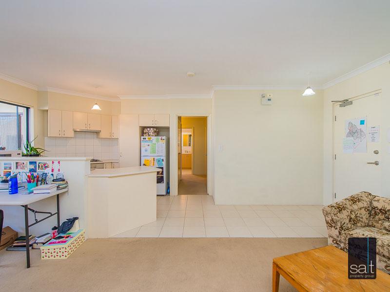https://propertyphotos.vaultre.com.au/835/756927__reaimport-1568678653-347141-442187.jpg