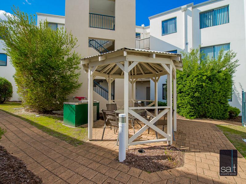 https://propertyphotos.vaultre.com.au/835/756937__reaimport-1568678657-347141-442187.jpg