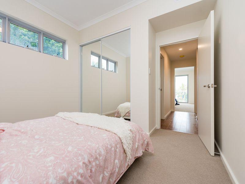 https://propertyphotos.vaultre.com.au/835/757013__reaimport-1568678688-347149-442195.jpg
