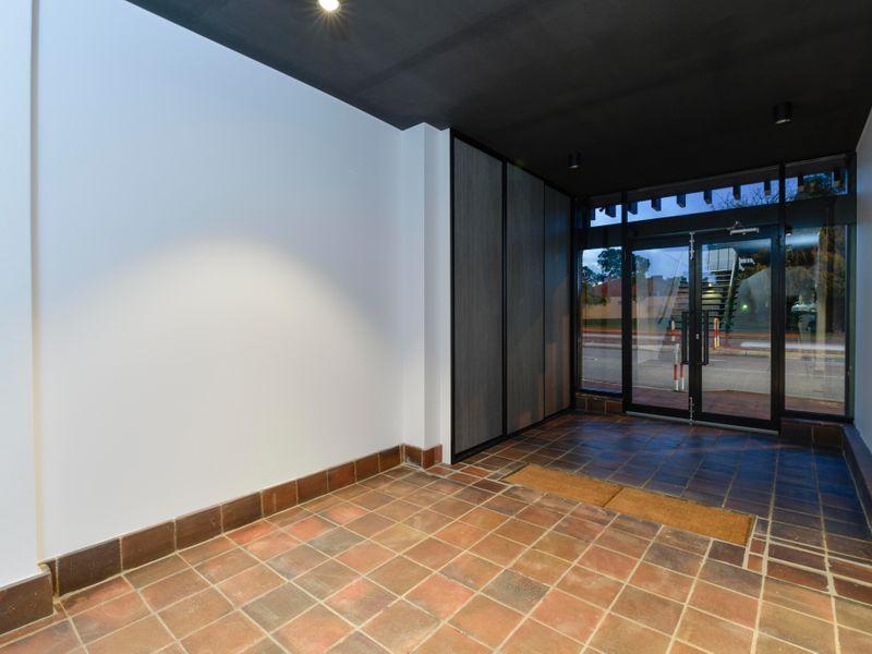 https://propertyphotos.vaultre.com.au/835/757327__reaimport-1568678788-347184-442230.jpg