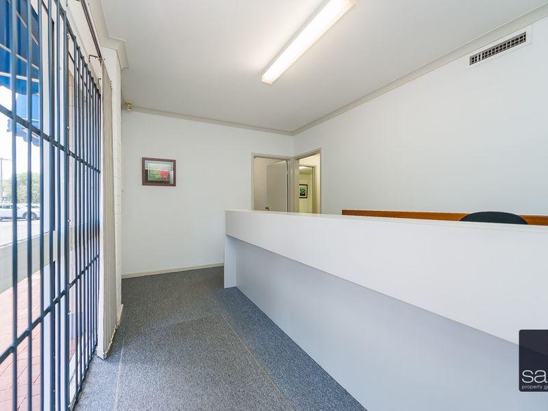 https://propertyphotos.vaultre.com.au/835/757451__reaimport-1568678837-347194-442240.jpg