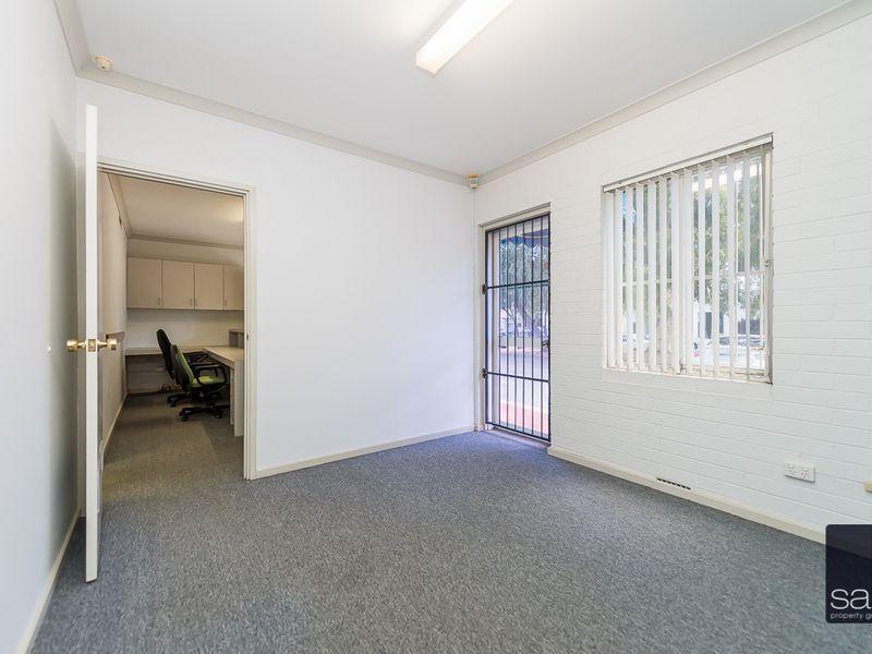https://propertyphotos.vaultre.com.au/835/757453__reaimport-1568678838-347194-442240.jpg