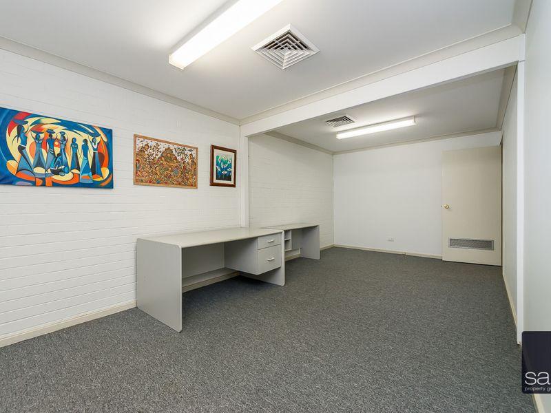 https://propertyphotos.vaultre.com.au/835/757454__reaimport-1568678838-347194-442240.jpg