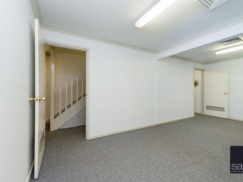 https://propertyphotos.vaultre.com.au/835/757455__reaimport-1568678838-347194-442240.jpg