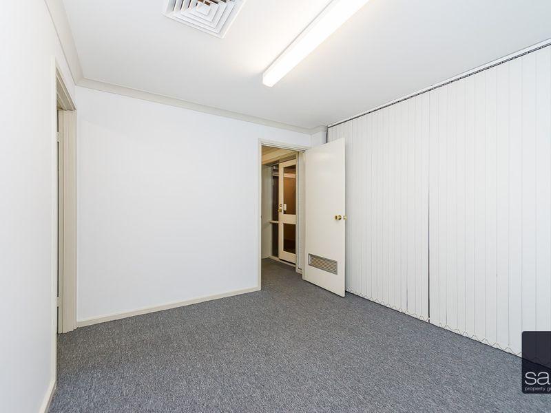 https://propertyphotos.vaultre.com.au/835/757456__reaimport-1568678839-347194-442240.jpg