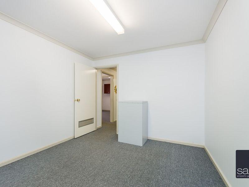 https://propertyphotos.vaultre.com.au/835/757457__reaimport-1568678839-347194-442240.jpg