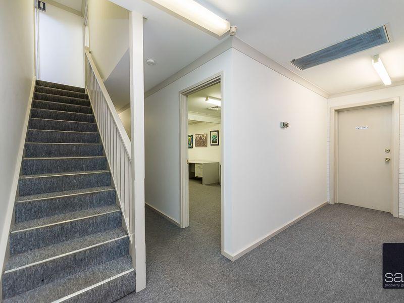 https://propertyphotos.vaultre.com.au/835/757459__reaimport-1568678840-347194-442240.jpg