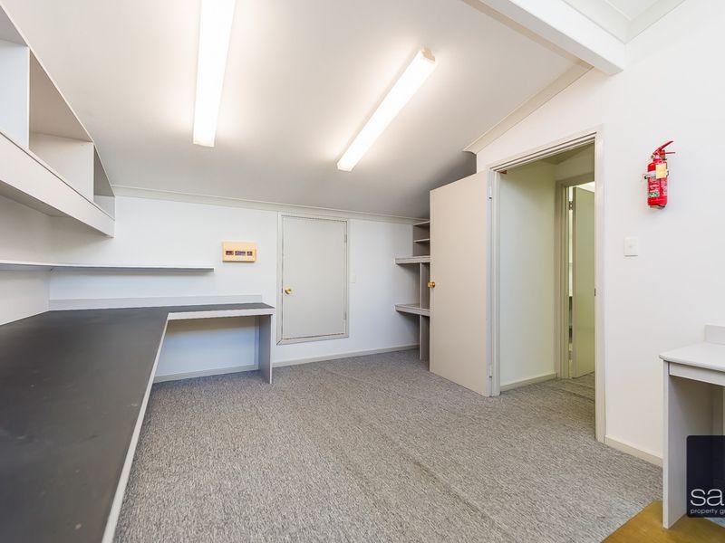 https://propertyphotos.vaultre.com.au/835/757460__reaimport-1568678840-347194-442240.jpg