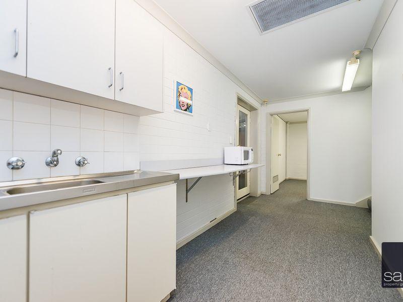 https://propertyphotos.vaultre.com.au/835/757464__reaimport-1568678842-347194-442240.jpg