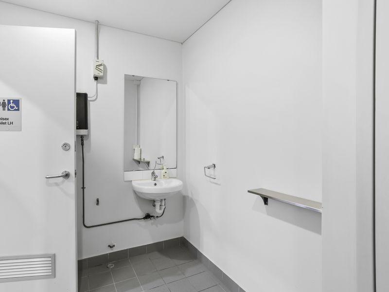 https://propertyphotos.vaultre.com.au/835/757478__reaimport-1568678847-347195-442241.jpg