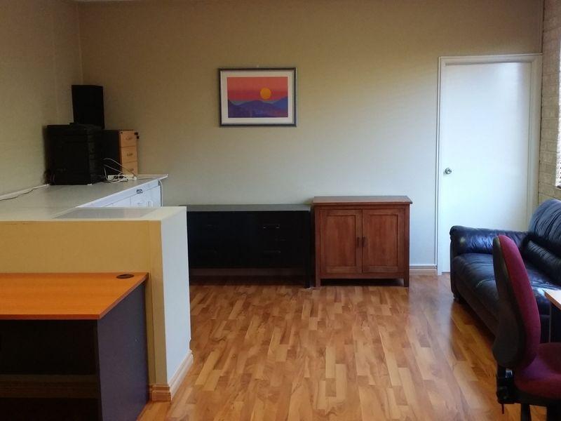 https://propertyphotos.vaultre.com.au/835/757509__reaimport-1568678860-347198-442244.jpg