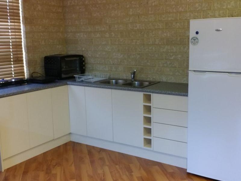 https://propertyphotos.vaultre.com.au/835/757516__reaimport-1568678864-347198-442244.jpg