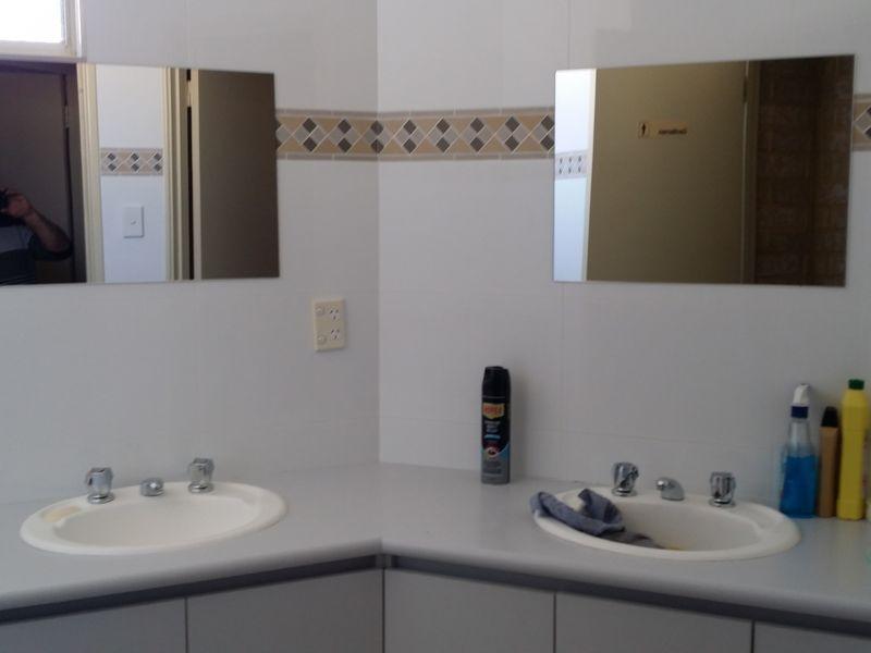 https://propertyphotos.vaultre.com.au/835/757517__reaimport-1568678864-347198-442244.jpg