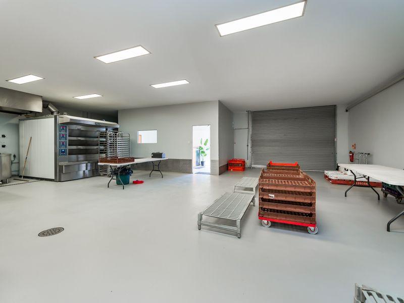 https://propertyphotos.vaultre.com.au/835/757574__reaimport-1568678886-347204-442250.jpg