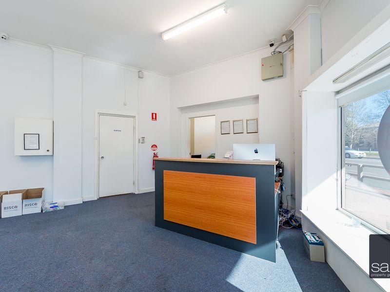 https://propertyphotos.vaultre.com.au/835/757589__reaimport-1568678892-347205-442251.jpg