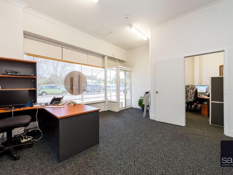 https://propertyphotos.vaultre.com.au/835/757592__reaimport-1568678893-347205-442251.jpg