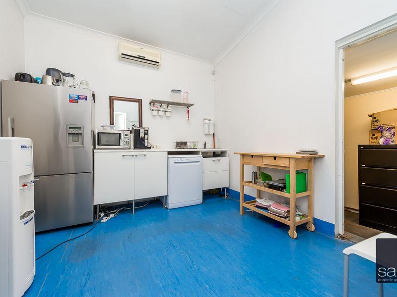 https://propertyphotos.vaultre.com.au/835/757593__reaimport-1568678894-347205-442251.jpg