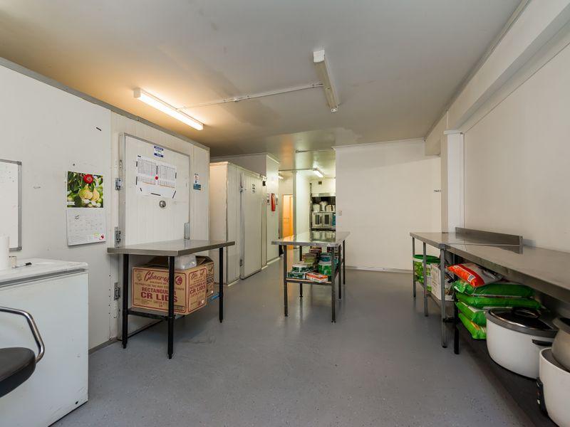https://propertyphotos.vaultre.com.au/835/757600__reaimport-1568678896-347206-442252.jpg