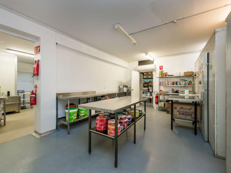https://propertyphotos.vaultre.com.au/835/757601__reaimport-1568678897-347206-442252.jpg