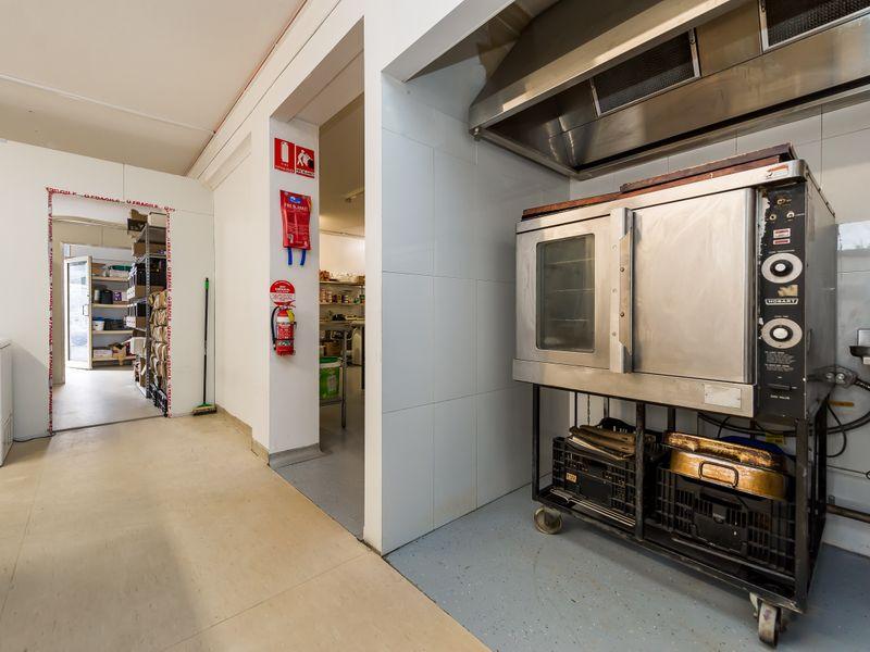 https://propertyphotos.vaultre.com.au/835/757606__reaimport-1568678899-347206-442252.jpg