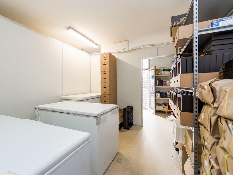 https://propertyphotos.vaultre.com.au/835/757607__reaimport-1568678900-347206-442252.jpg