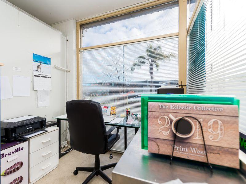 https://propertyphotos.vaultre.com.au/835/757611__reaimport-1568678902-347206-442252.jpg