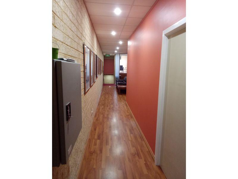 https://propertyphotos.vaultre.com.au/835/757739__reaimport-1568678945-347216-442262.jpg