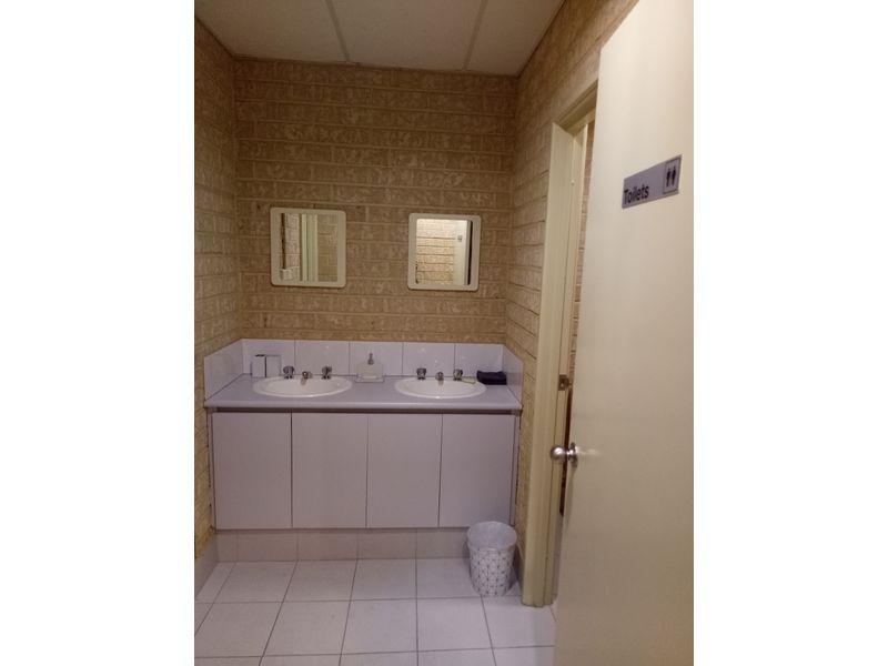 https://propertyphotos.vaultre.com.au/835/757745__reaimport-1568678948-347216-442262.jpg