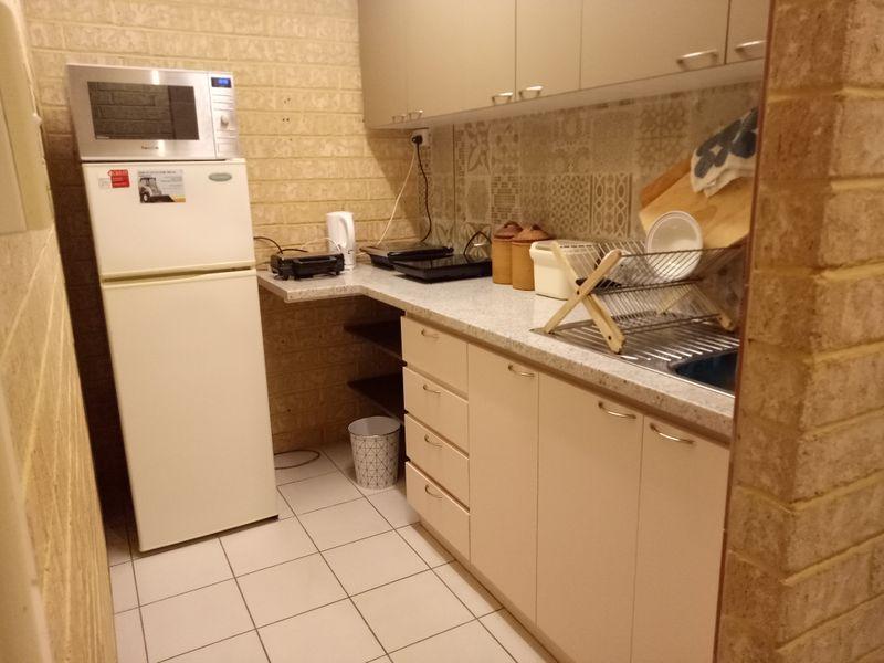 https://propertyphotos.vaultre.com.au/835/757746__reaimport-1568678949-347216-442262.jpg