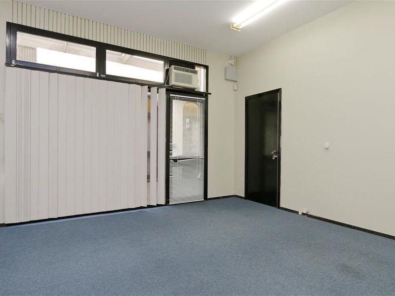 https://propertyphotos.vaultre.com.au/835/757774__reaimport-1568678959-347218-442264.jpg