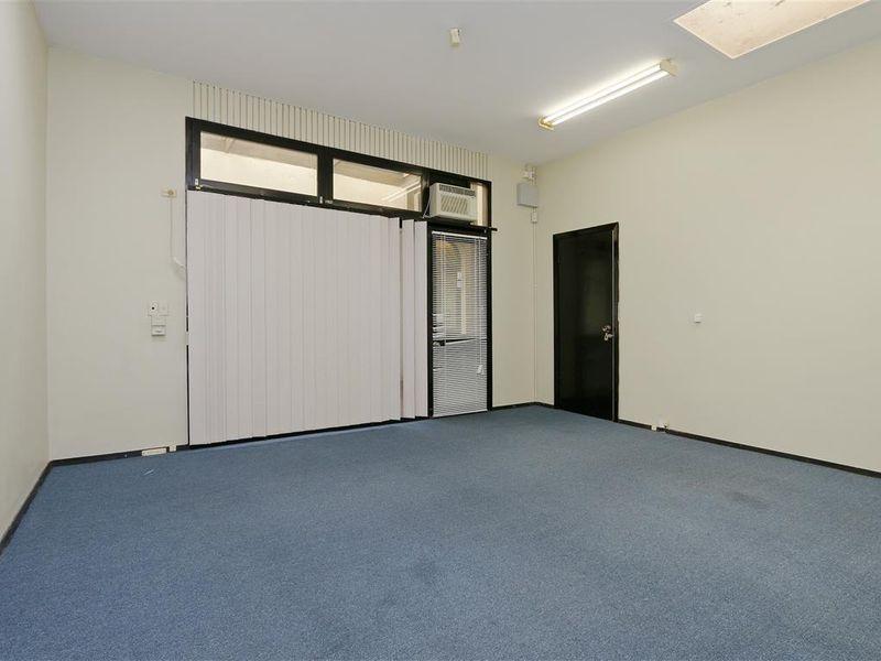 https://propertyphotos.vaultre.com.au/835/757777__reaimport-1568678960-347218-442264.jpg