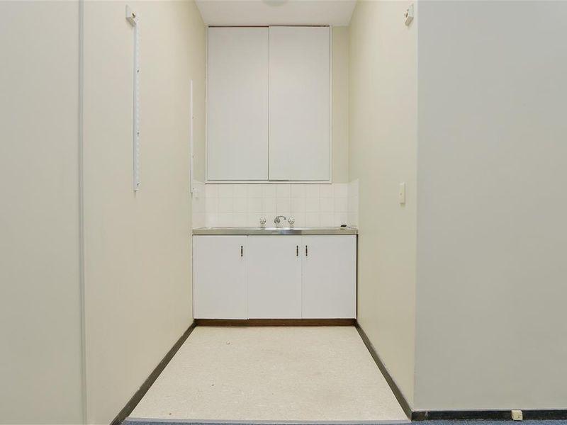 https://propertyphotos.vaultre.com.au/835/757778__reaimport-1568678960-347218-442264.jpg