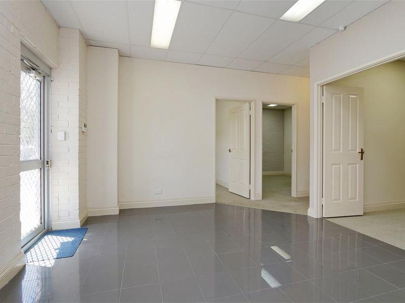 https://propertyphotos.vaultre.com.au/835/757791__reaimport-1568678965-347220-442266.jpg