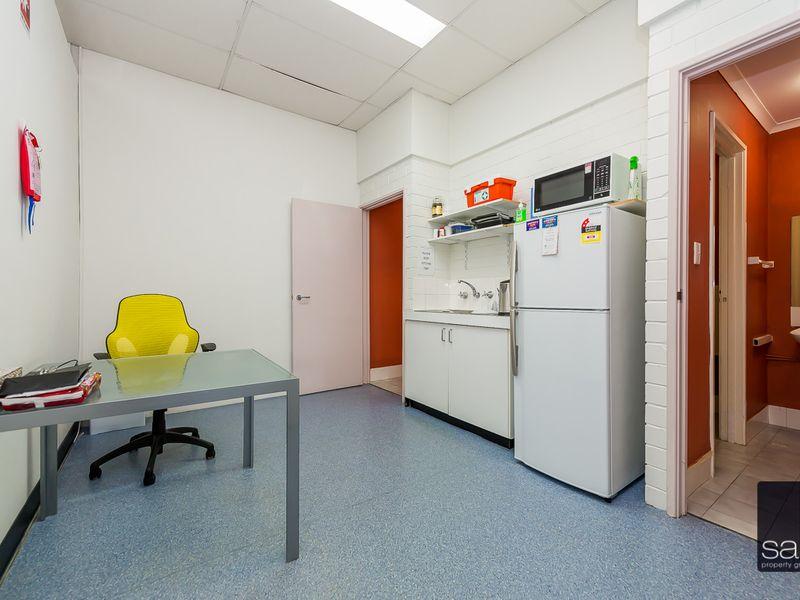https://propertyphotos.vaultre.com.au/835/757832__reaimport-1568678980-347223-442269.jpg