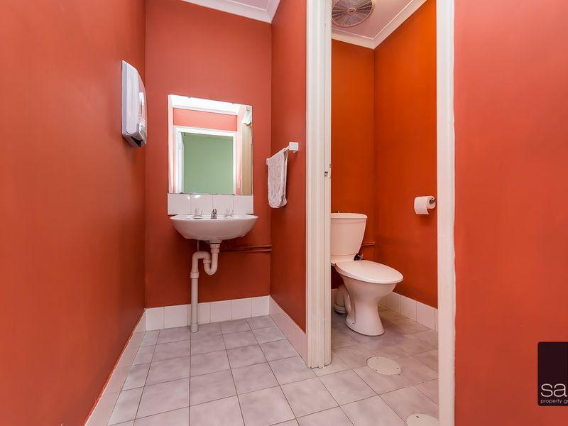 https://propertyphotos.vaultre.com.au/835/757833__reaimport-1568678980-347223-442269.jpg