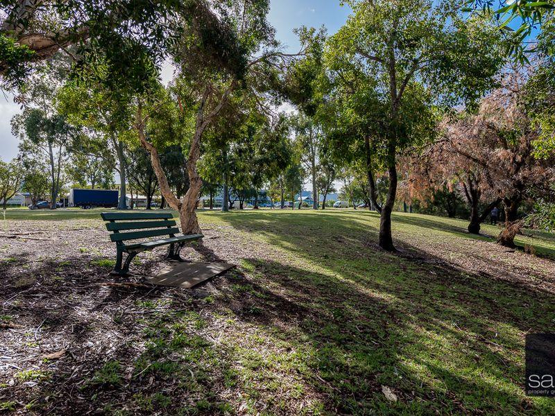 https://propertyphotos.vaultre.com.au/835/757835__reaimport-1568678981-347223-442269.jpg
