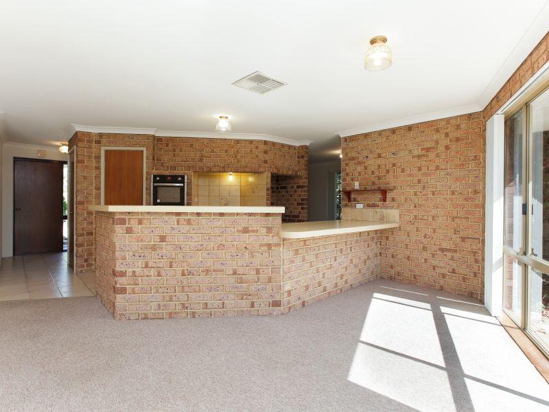 https://propertyphotos.vaultre.com.au/835/758462__reaimport-1568683655-347276-28951.jpg