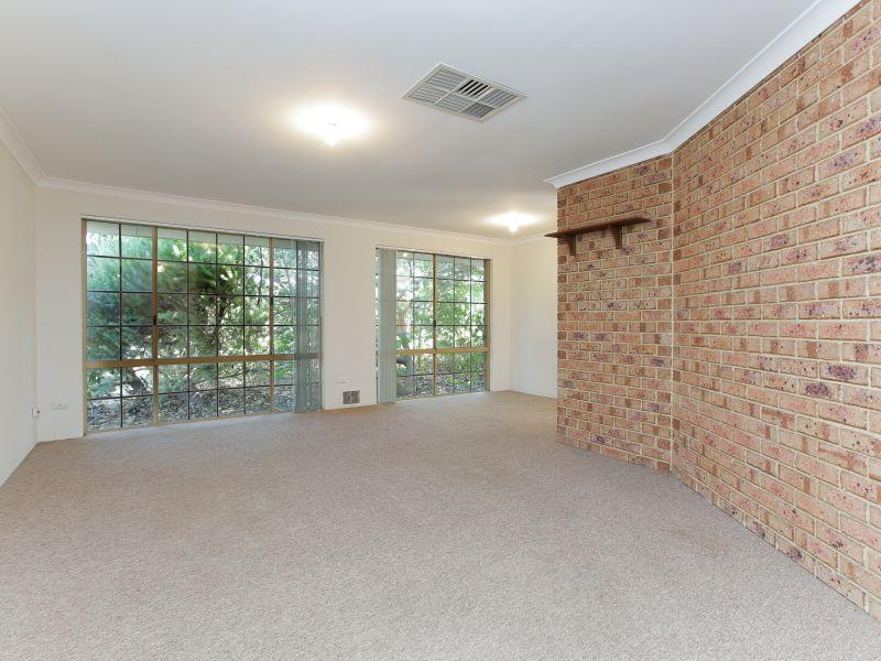 https://propertyphotos.vaultre.com.au/835/758463__reaimport-1568683655-347276-28951.jpg