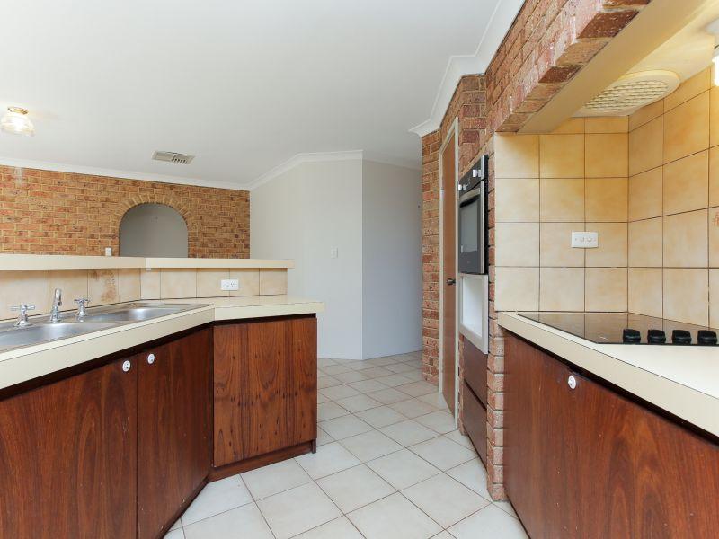https://propertyphotos.vaultre.com.au/835/758464__reaimport-1568683655-347276-28951.jpg