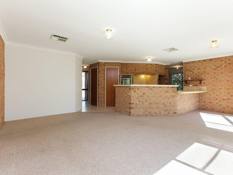 https://propertyphotos.vaultre.com.au/835/758465__reaimport-1568683656-347276-28951.jpg