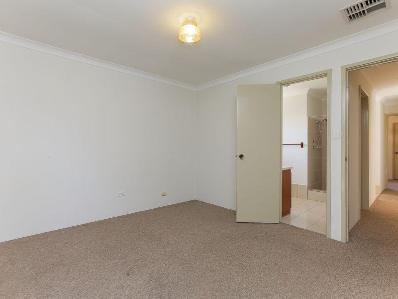 https://propertyphotos.vaultre.com.au/835/758468__reaimport-1568683656-347276-28951.jpg