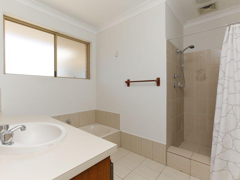 https://propertyphotos.vaultre.com.au/835/758469__reaimport-1568683657-347276-28951.jpg