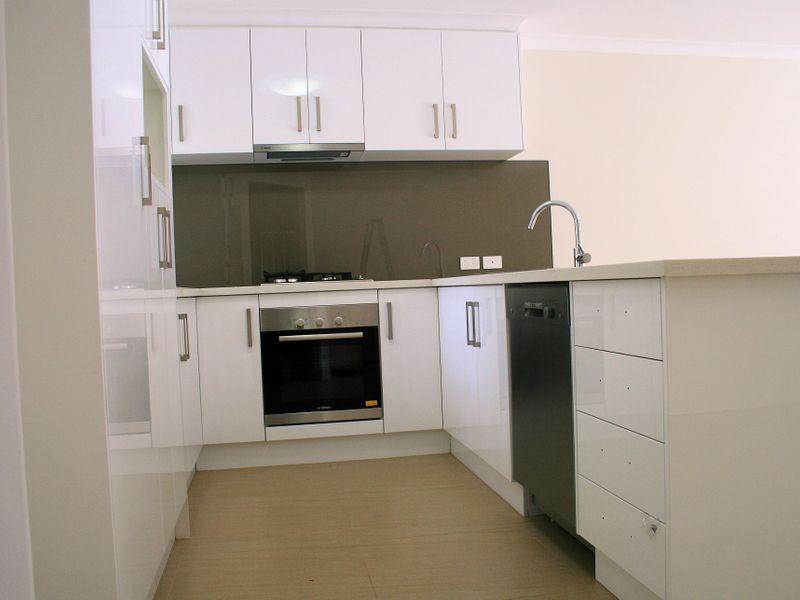 https://propertyphotos.vaultre.com.au/835/758572__reaimport-1568683687-347281-28956.jpg